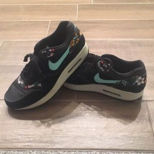 efd4fb6109da Women s Nike Floral Print Shoes on Poshmark